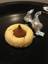 peanut-butter-kiss-cookies-4-25-doz